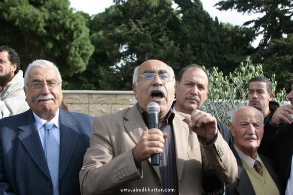 الشعبية تضع إكليلأً على أضرحة الشهداء في مقبرة شهداء فلسطين ببيروت