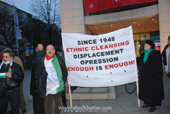 وقفة احتجاج امام المقر لحزب الـ SPD في برلين