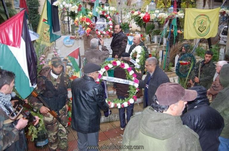 مسيرة وضع اكاليل لحركة فتح في ذكرى يوم الشهيد