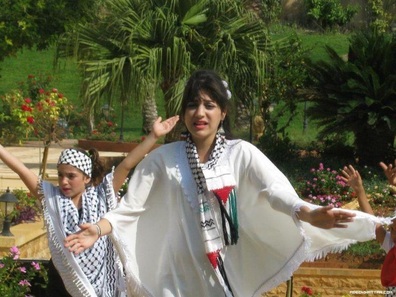 الفنانة ميرنا عيسى تقود حملة لدعم محمد عساف