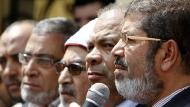 الجيش المصري يد على مرسي وعين على حماس