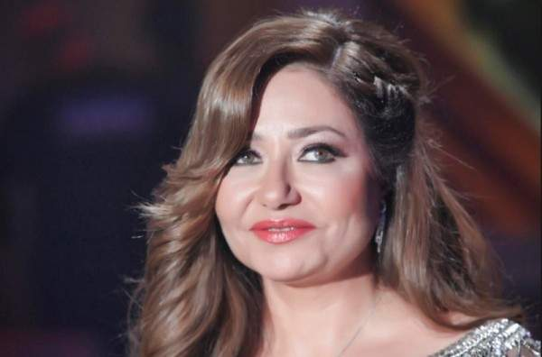 ليلى علوي ترد على منتقدي فستانها المكشوف بآخر مثير.. صور