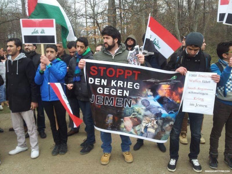 وقفة احتجاج لابناء الجالية اليمينية في برلين امام السفارة السعودية تنديدا بالعدوان السعودي