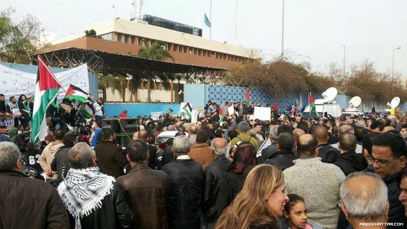 إعتصام حاشد امام مقر الاونروا بدعوة من الفصائل والقوى الاسلامية والحركات
