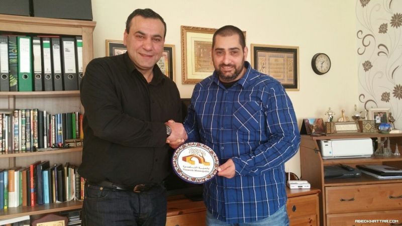 رسالة ودرع تكريمي من مدينة الناصرة الفلسطينية للنائب الالماني الفلسطيني كريم عراقي
