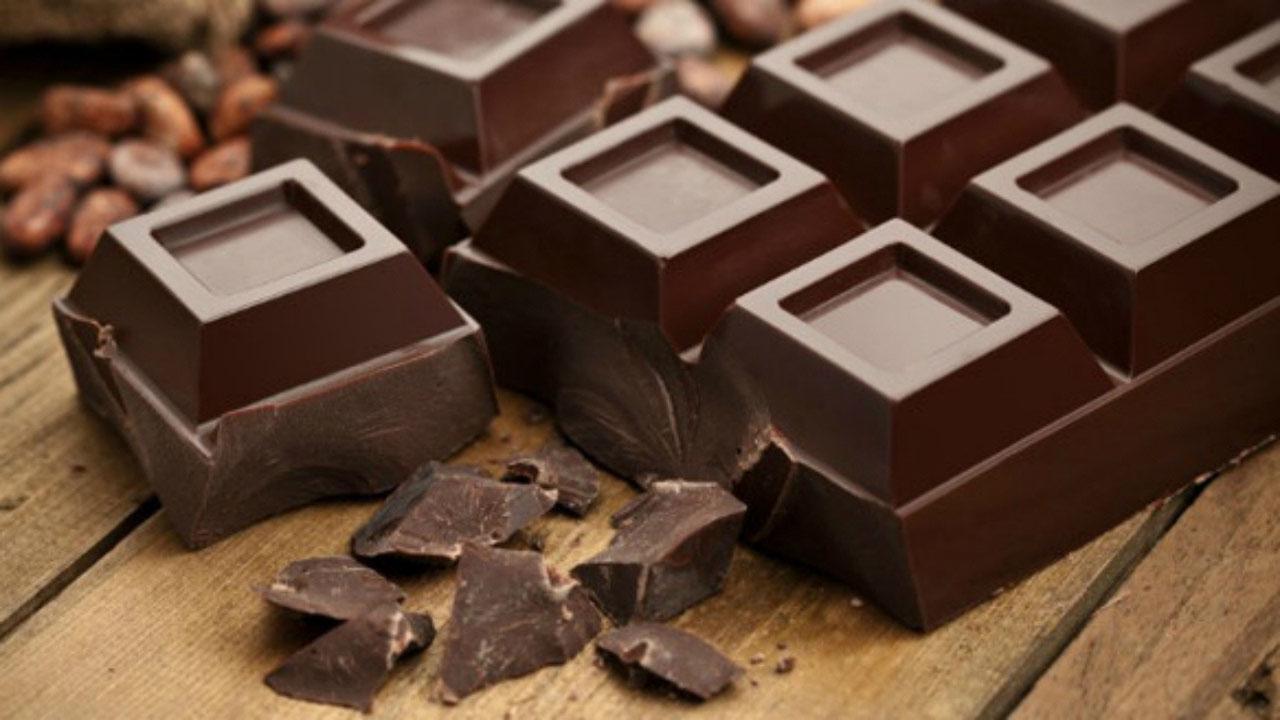 الشوكولا الداكنة تخفض نسبة السكر و الكولسترول