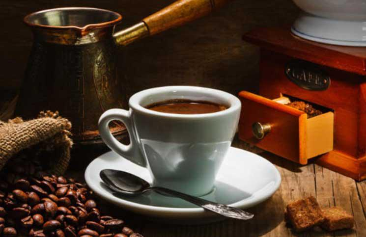القهوة والشاي يحدان من خطر الوفاة بأمراض القلب