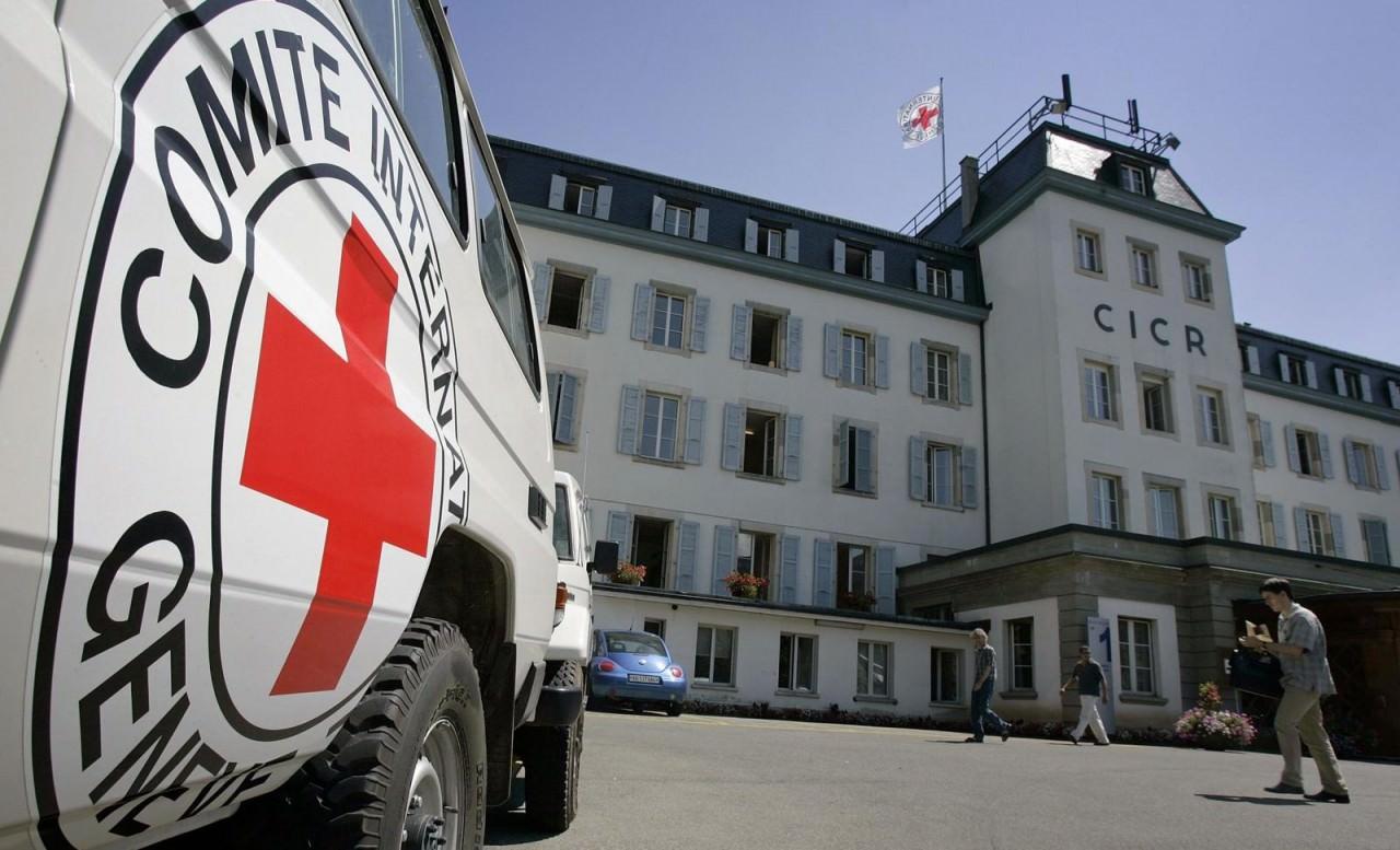 الصليب الأحمر يرفع حالة التأهب في اليوم الأول لإضراب اللأسرى