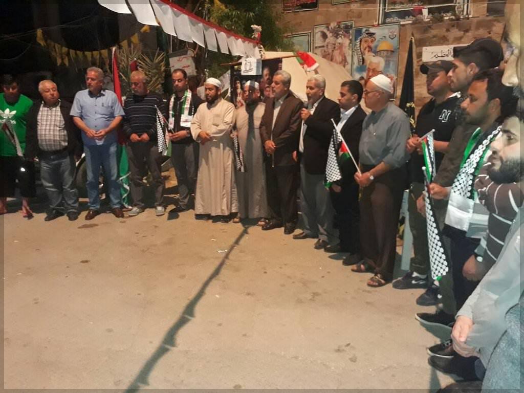 الجهاد تنظم وقفة تضامنية مع الأسرى المضربين في مخيم الرشيدية