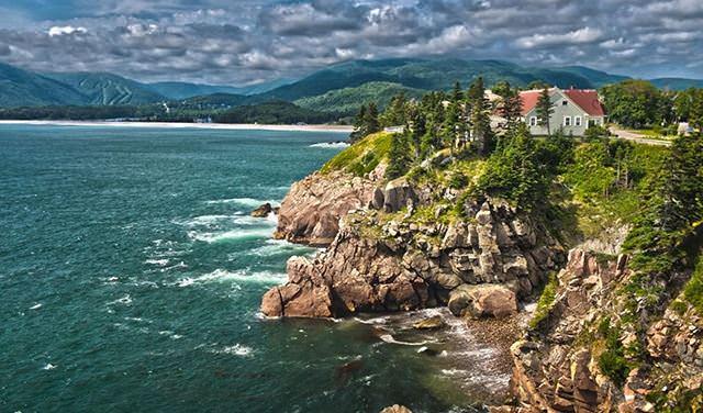 كيب بريتون في كندا تقدم وظيفة وقطعة أرض لمن يرغب العيش فيها