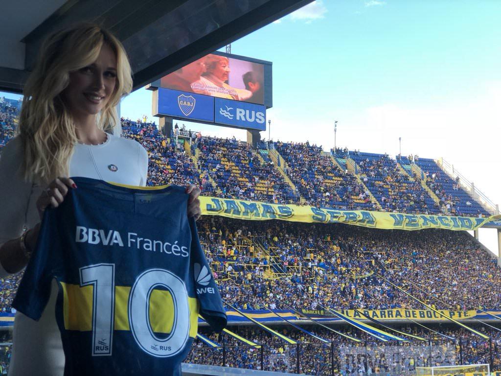ملكة جمال روسيا ترشح الأرجنتين للتتويج بكأس العالم 2018