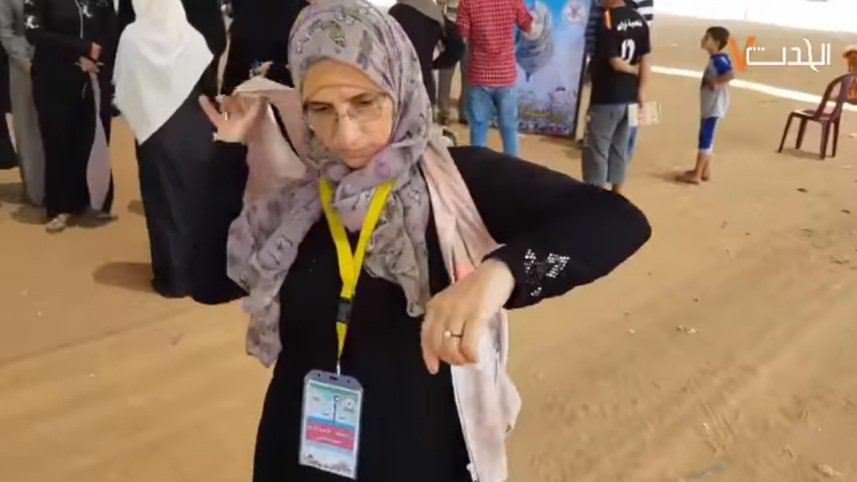 بالفيديو || والدة الشهيدة رزان النجار تكمل مشوار ابنتها