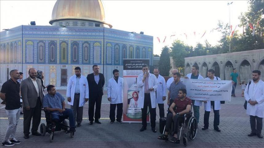 وقفة تضامنية لأطباء فلسطينيين في اسطنبول مع الشهيدة رزان النجار