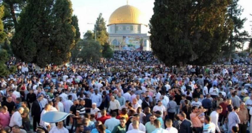 المقدسيون يؤكدون صلاة العيد ويطالبون برفع العقوبات عن غزة