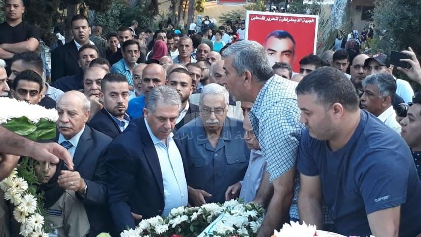 السفير دبور يزور مقبرة شهداء الثورة الفلسطينية ويتصل ببري مهنَئاً بالعيد