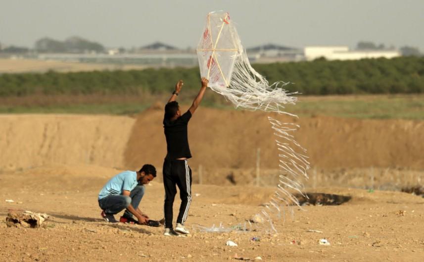 رسائل الطائرات الورقية من قطاع غزة إلى العالم