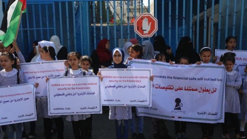 لاجئو غزة يطالبون المانحين بالإيفاء بالتزاماتهم تجاه الأونروا