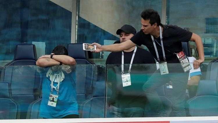 نقل الأسطورة دييغو مارادونا إلى المستشفى بعد مباراة الأرجنتين ونيجيريا