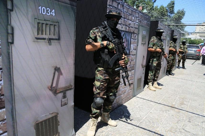 عائلات الجنود الصهاينة الأسرى قلقة إزاء المساعي لحل الأزمة في غزة