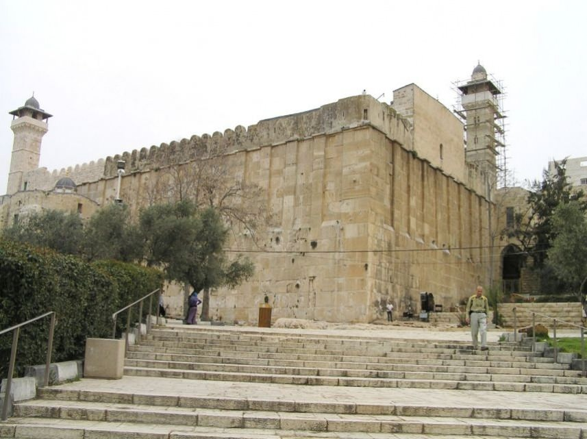 حفريات للمستوطنين داخل المسجد الإبراهيمي