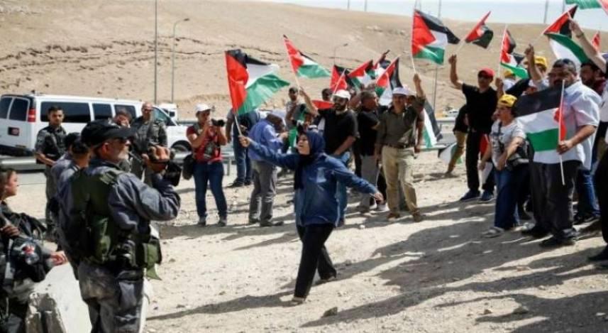 العدو يعتقل صحفيا وناشطا في قمع احتجاج شرق الخليل