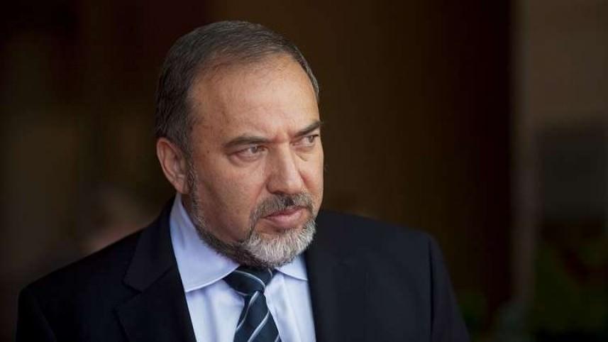 ليبرمان يجري مشاورات أمنية مع قادة جيش العدو بشأن التوتر في غزة