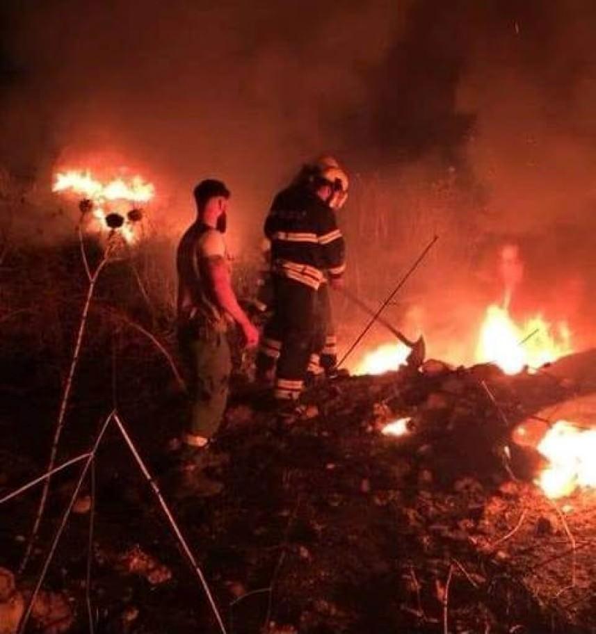 الدفاع المدني الفلسطيني يخمد حريقاً داخل ثكنة الجيش في البداوي