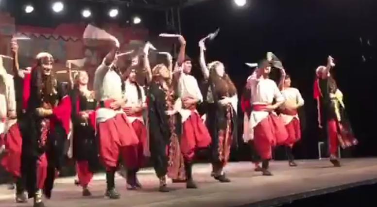 أحيت فرقة براعم للفنون الشعبية الفلسطينية مهرجان فلسطين الدولي على ارض ملعب فلسطين في مخيم البداوي