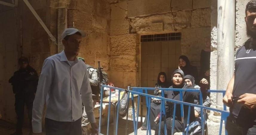 قوات العدو تعتقل 6 فتيات من بوابات الأقصى