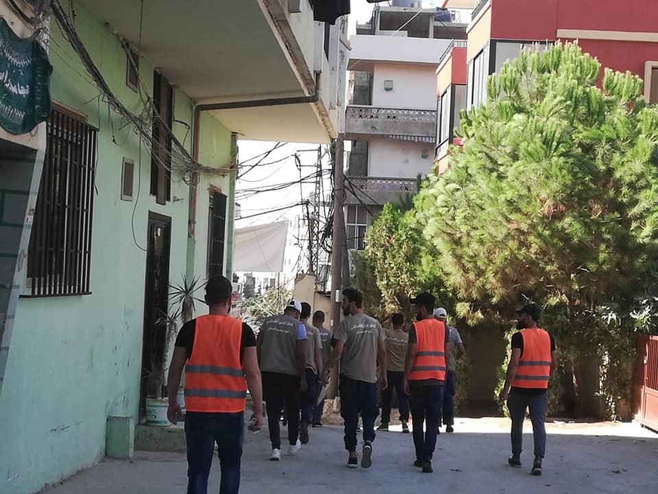 بعد انتهائه من تنظيف المقبره القديمه الدفاع المدني الفلسطيني يتوجه الى تظيف مقبرة المهجرين