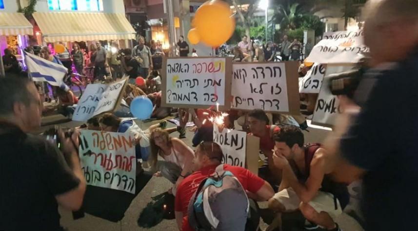 مئات المتظاهرين وسط تل أبيب للمطالبة بتسوية طويلة مع غزة