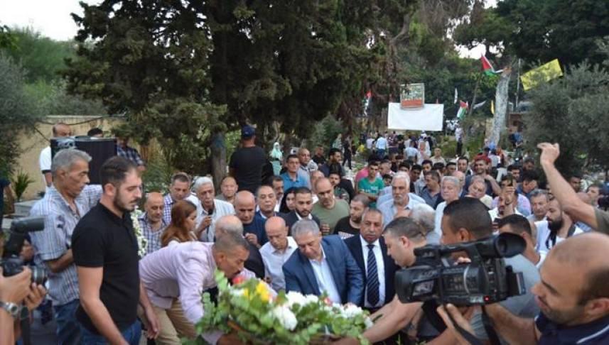 الفصائل الفلسطينية تُكلِّل بالورود أضرحة شهداء الثورة الفلسطينية في بيروت صبيحة عيد الأضحى