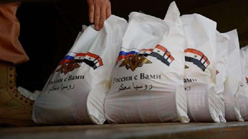 توزيع مساعدات إنسانية في مخيم اليرموك