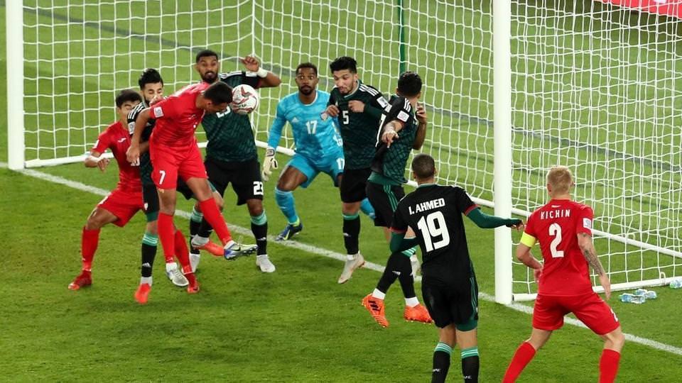 الإمارات تكسب قيرغيزستان بصعوبة وتتأهل لمقابلة أستراليا
