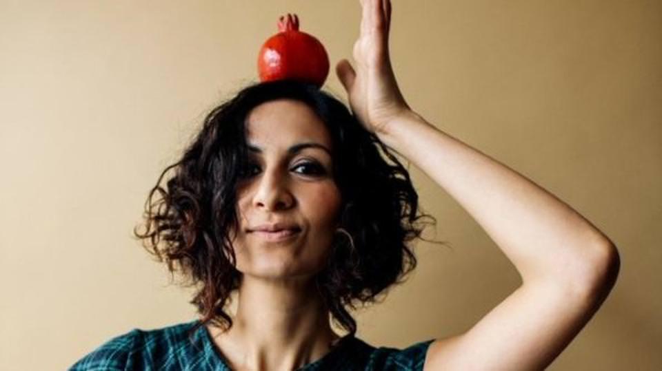 كاتبة بريطانية تدافع عن القضية الفلسطينية بوصفات طبخ