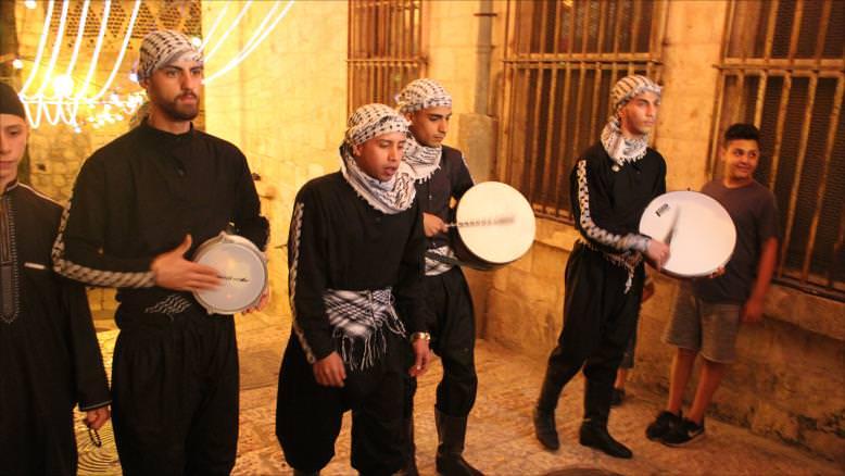 المسحراتي في القدس.. إحياء التراث محفوف بالمخاطر