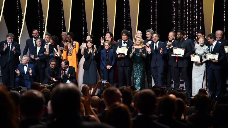 صورة جماعية للفائزين بجوائز الدورة الـ72 لمهرجان كان السينمائي
