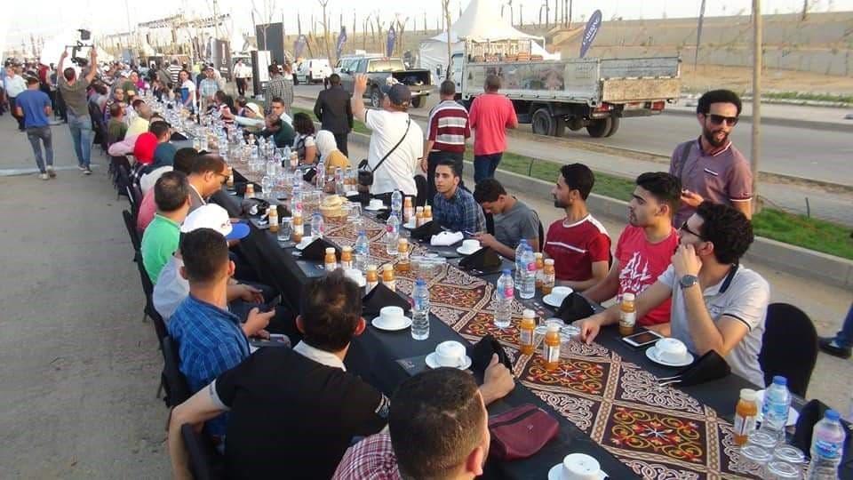 بالصور .. أكبر وأطول مائدة إفطار مصرية