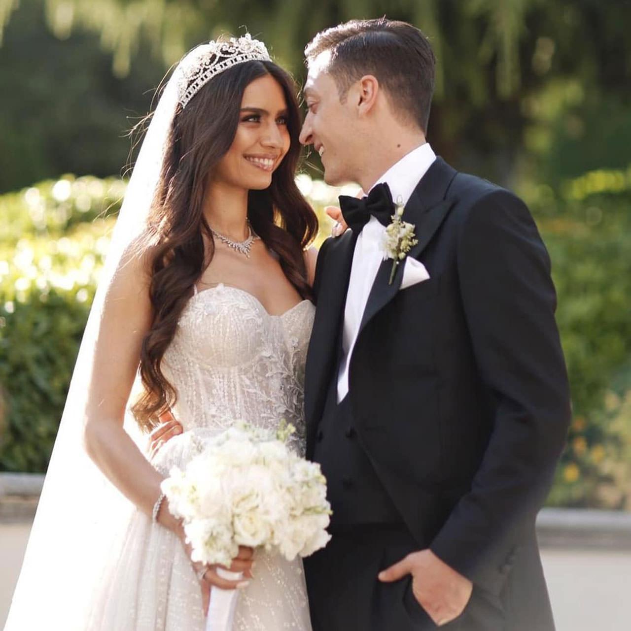 بالصور.. أردوغان بزفاف نجم ريال مدريد السابق مسعود أوزيل.. من هي العروس