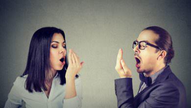 تعاني من رائحة الفم الكريهة ؟.. إليك هذه الحلول