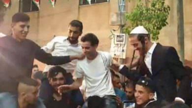 مستوطنون على الأكتاف في زفاف نجل رئيس مجلس قرية دير قديس.. وفتح تدعوه للاستقالة