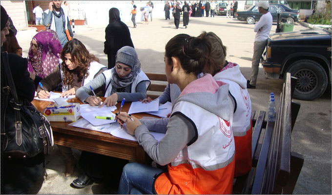 مساعدات في عين الحلوة للنازحين الفلسطينيين من سوريا