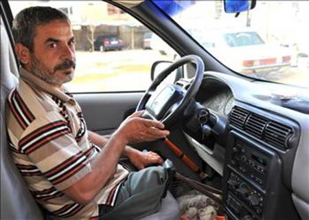 يوسف الفلسطيني المعوّق.. يقود سيارته ويحلم بثلاث أمنيات