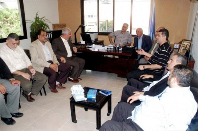 اللجنة الأمنية الفلسطينية تبحث مع مسؤولين لبنانيين واقع الانتفاضة وعين الحلوة