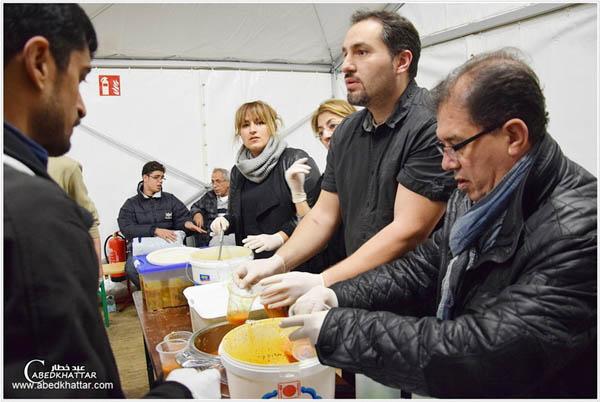 الجالية العربية الالمانية المستقلة وهلفس بند تقدم وجبات الى اللاجئين