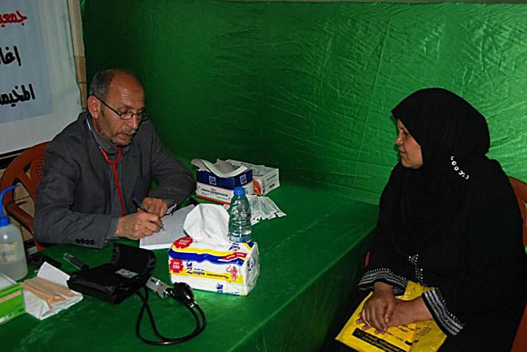 برنامج اليوم الصحي المجاني في المخيمات بمناسبة يوم الأرض