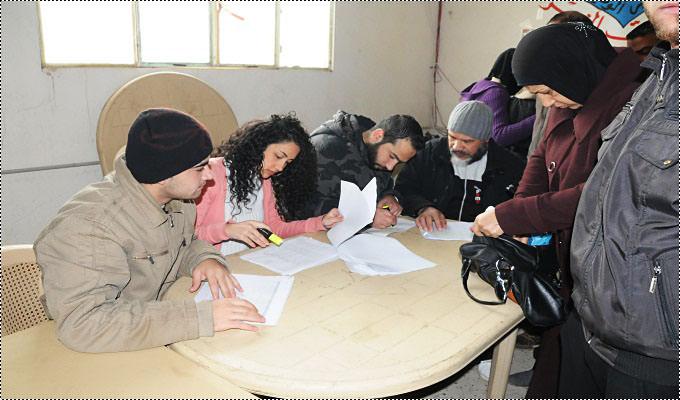 مساعدات نقدية في مخيم البداوي والبارد للنازحين الفلسطينيين من سوريا