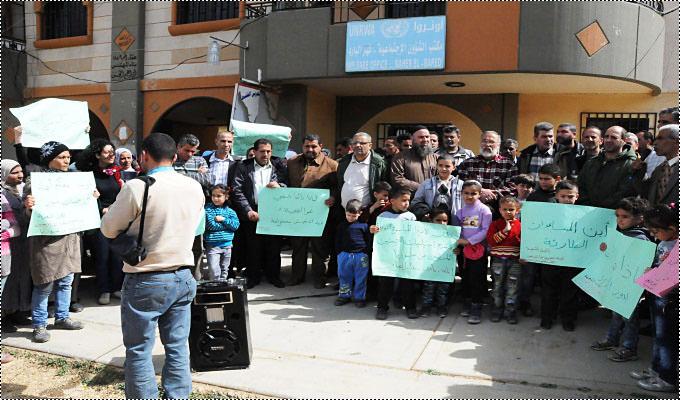 إعتصام للنازحين الفلسطينيين أمام مكتب الأونروا في مخيم البداوي
