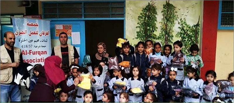 جمعية الفرقان توزع ملابس وأحذية جديدة على 180 تلميذة في عين الحلوة