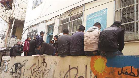 انتفاضة بوجه الأونروا في مخيم البداوي والبارد